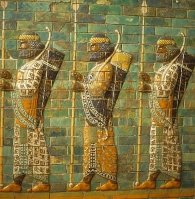 Istorija odevnih predmeta - Page 4 2174135-babylonian-archers-assyrian-mosaic-tiles-museum-in-berlin-germany