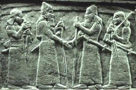 Istorija odevnih predmeta - Page 4 Assyrian7a-e1321449066136