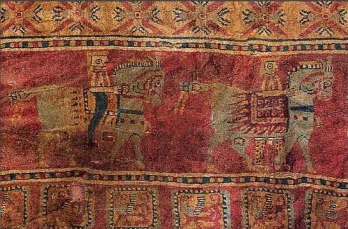 Istorija odevnih predmeta - Page 4 Pazyryk-carpet-najstariji-pozznati-persijski-tepih-oko-500-god-pn-n-e-e1321556625612