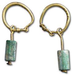 Istorija odevnih predmeta - Page 4 300px-emerald_earrings