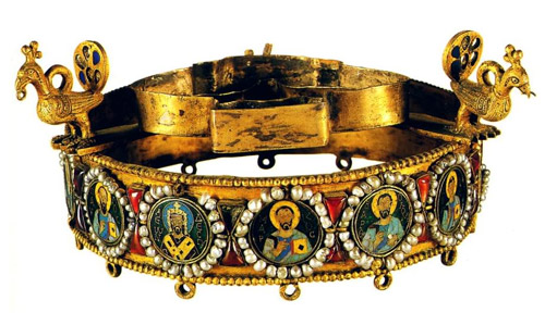 Istorija odevnih predmeta - Page 4 Byzantine_crown1