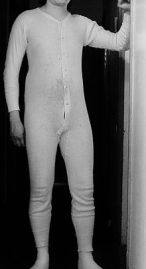 Istorija odevnih predmeta - Page 7 220px-unionsuit_front