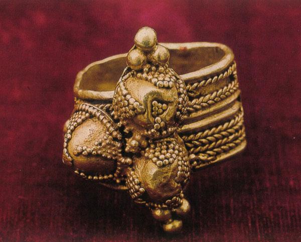 Prsten kralja Stefana Prvovenčanog, riznica studenice, prva polovina XIII veka.
