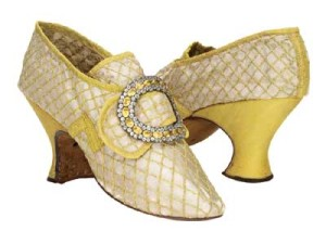 Istorija odevnih predmeta - Page 6 Yellow-silk-shoes-with-buckles-french-c-1760s