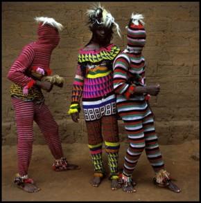 Ima neka tajna veza: nigerijski kostim zaples/Sibling