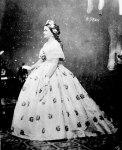 Radeći kostime za film Džonstonova se u velikoj meri služila fotografijama. Studirala je portrete Meri Tod Linkoln kao bi osmislila haljine za Sali Fild..