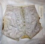 Na osnovu sačuvane odeće Meri Tod, utvrđeno je da je imala oko 76 cm u struku, , zbog čega je Sali fild morala da se ugoji.