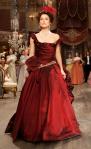 Kako je u ovoj sceni kretanje Kire Najtli veoma važno, Daran je odlučila da izostavi korset i ne dodaje ojačanja u gornji deo haljine.