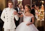 Rajt je insistirao na blještavo beloj uniformi Vronskog na balu.